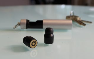"Micro earphone: The perfect gadget to make your private conversations ""invisible"""